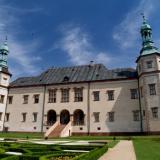 Poczuj miętę do sztuki - joga w ogrodzie pałacowym w Kielcach