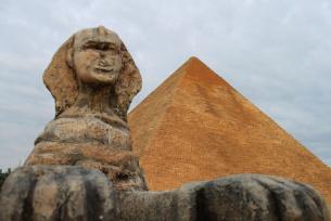 Sfinks i piramida w Parku miniatur