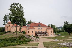Zespół Pałacowo-Parkowy i Centrum Nauki w Podzamczu Chęcińskim