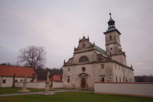 """Klasztor pokamedulski """"Pustelnia Złotego Lasu"""" w Rytwianach"""