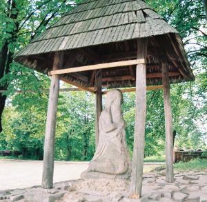 Pamiątki regionalne w Nowej Słupi - ul. Świętokrzyska, u podnóża Świętokrzyskiego Parku Narodowego