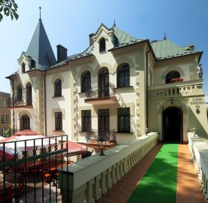 Zamek Dersława***