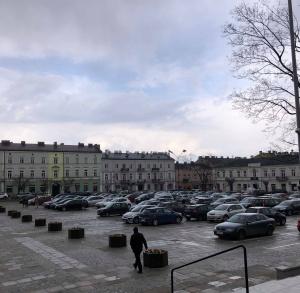 Parking przy Placu Wolności w Kielcach [dla samochodów osobowych]