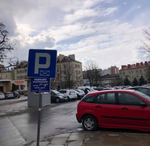 Parking przy placu targowym na ul. Seminaryjskiej