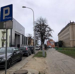 Parking przy Uniwersytecie Jana Kochanowskiego
