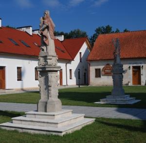 """Centrum Terapeutyczne  """"Pustelnia Złotego Lasu"""" w Rytwianach"""