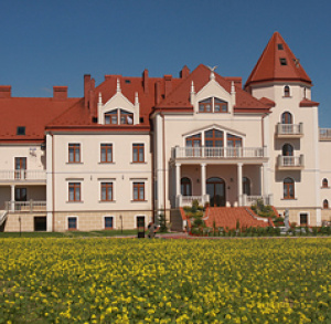 Pałac Koronny ***