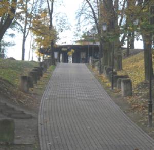 """Park linowy """"Ścieżka Tarzana"""" w Parku Piszczele w Sandomierzu"""