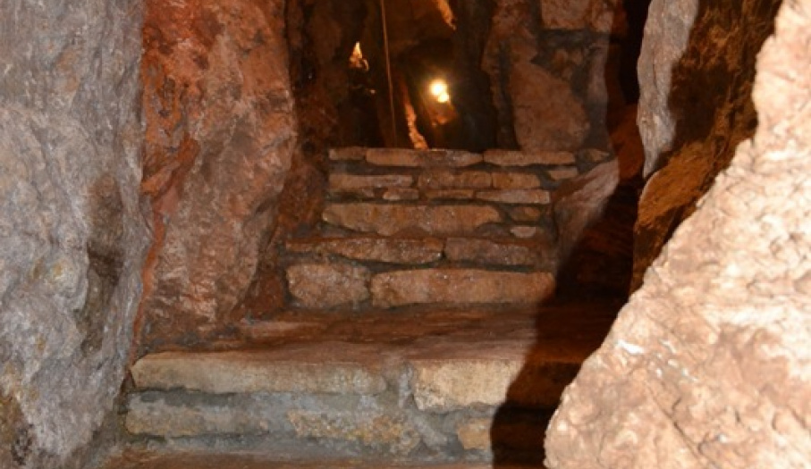 Kadzielnia Cave