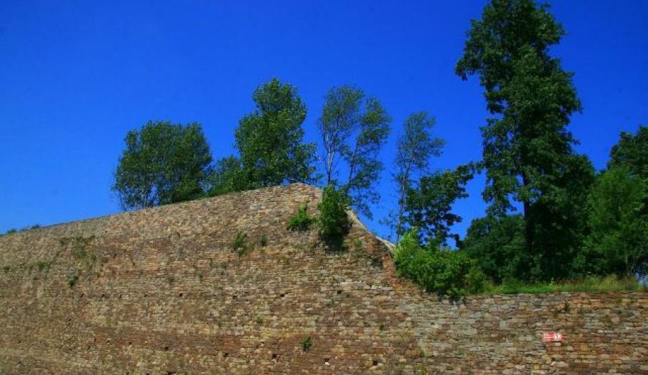 Ruiny muru oporowego