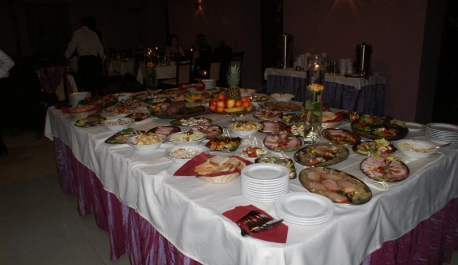 Stół bankietowy