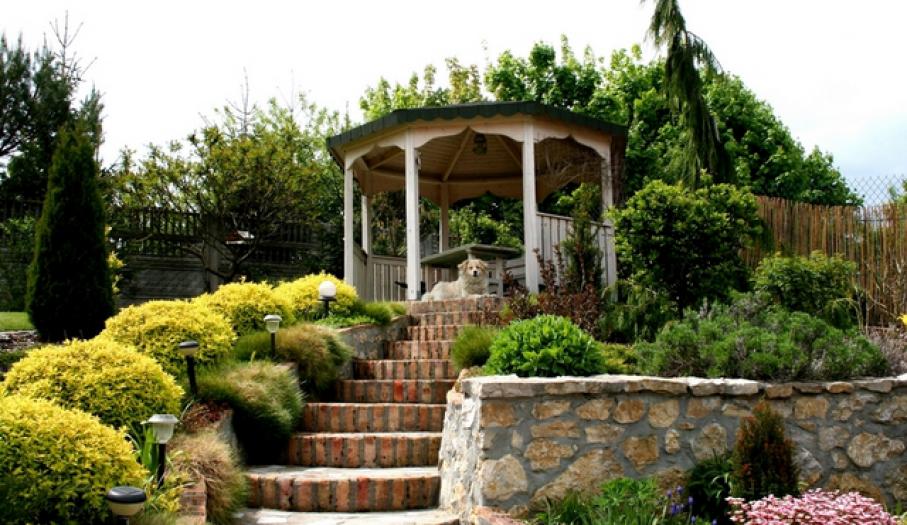 Ogród z altanką